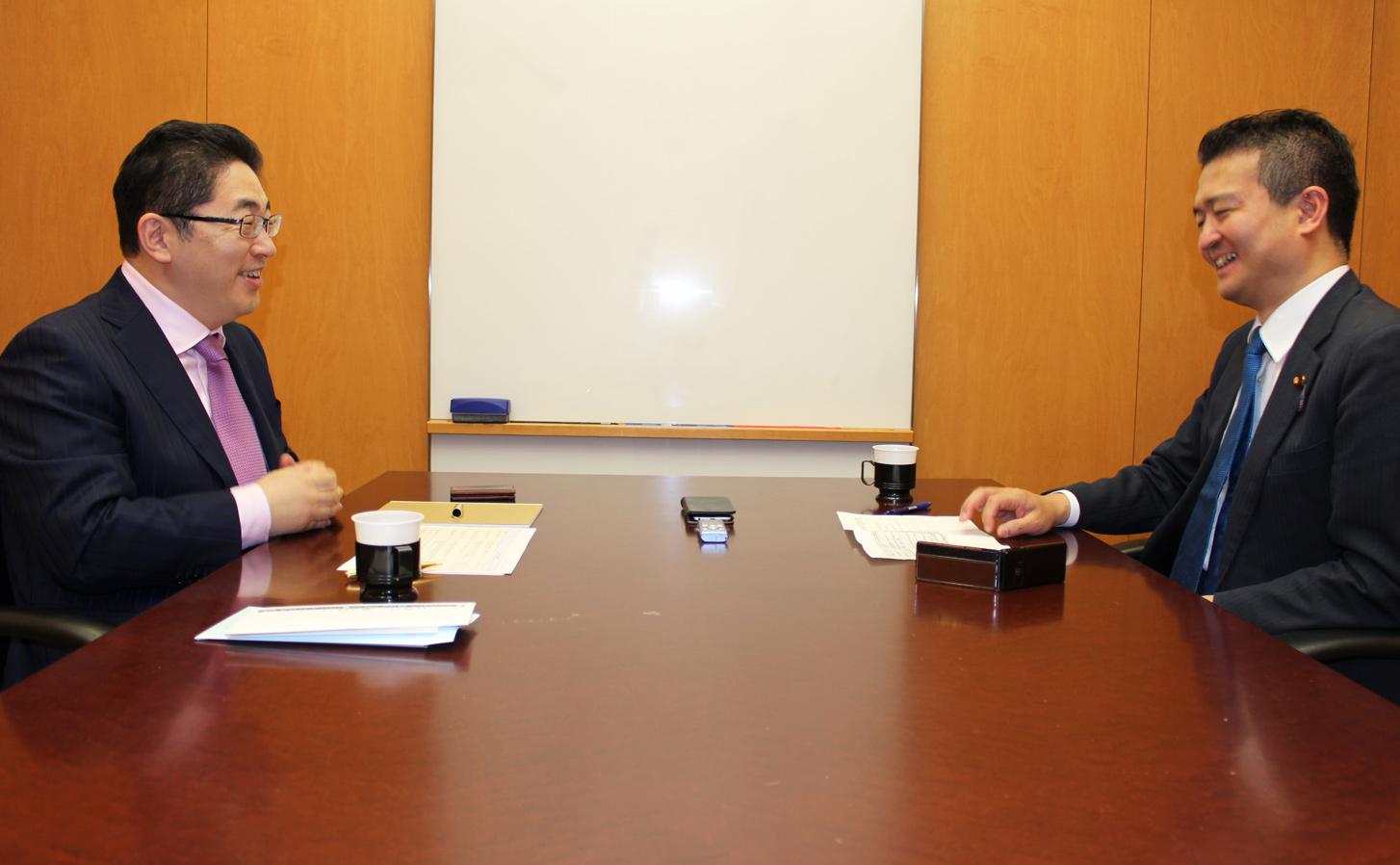 CEG渡辺(左)/ 津村議員(右)