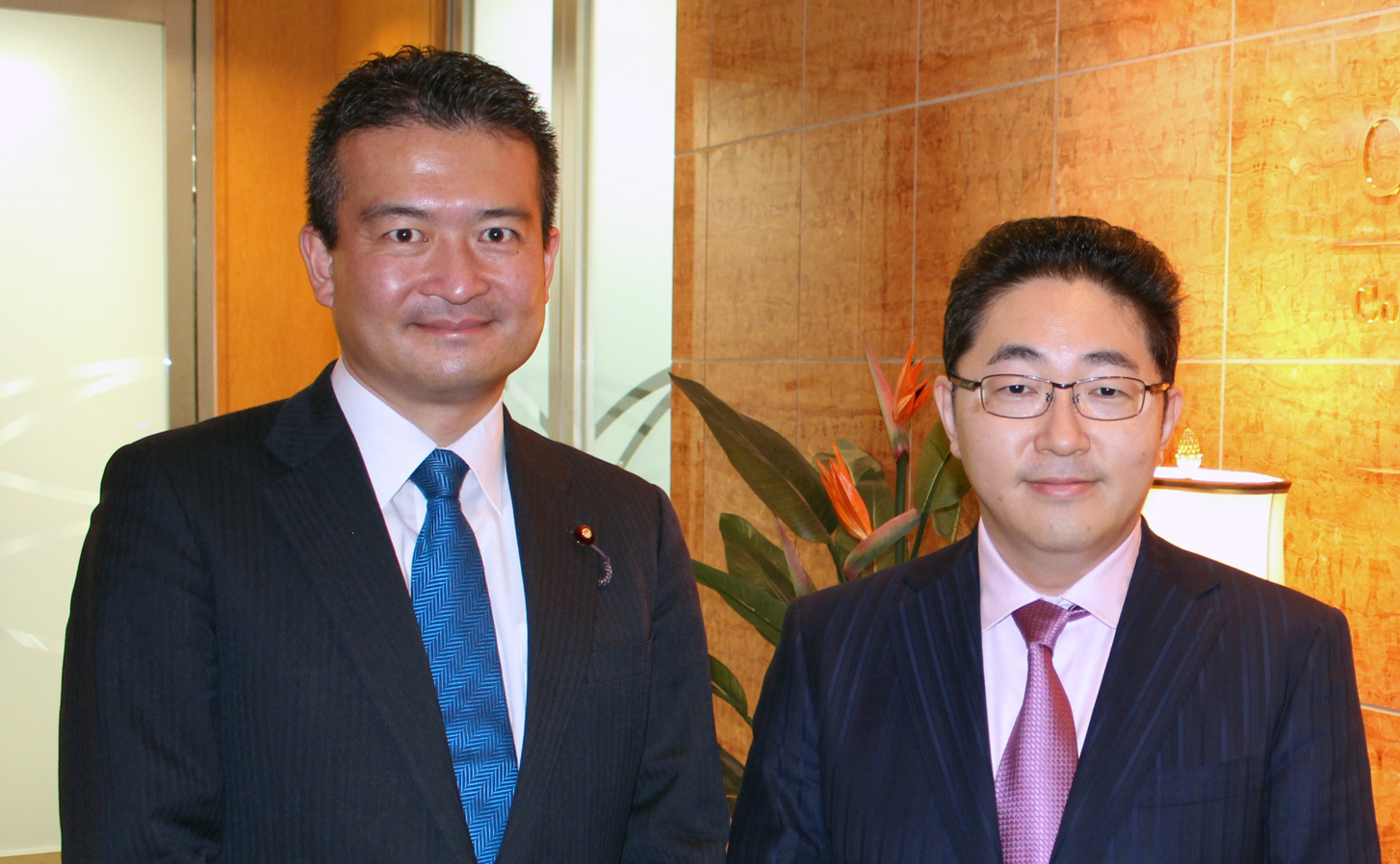 津村議員(左)/ CEG渡辺(右)